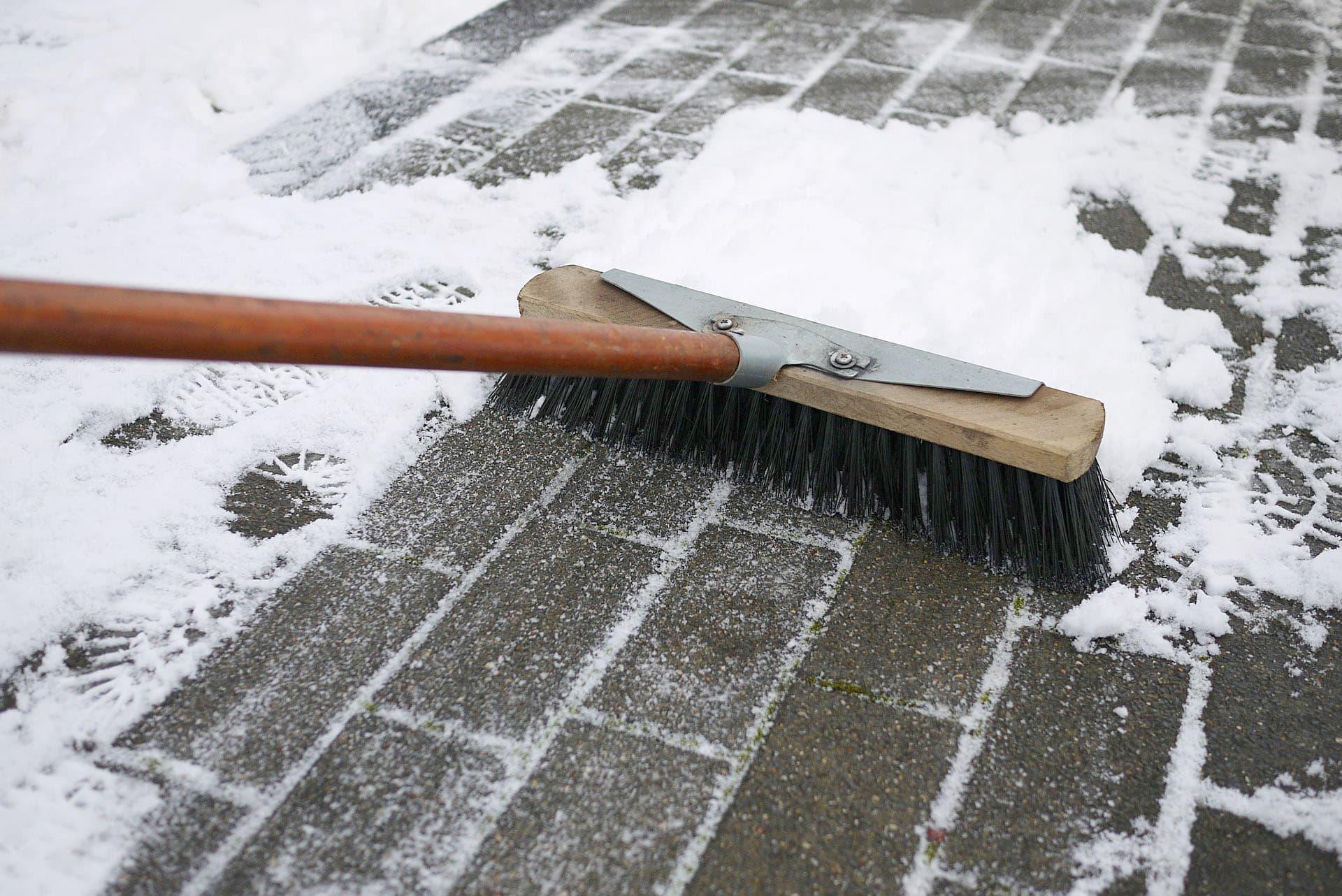 Winterpflicht: Immobilieneigentümer müssen Räum- und Streupflicht beachten